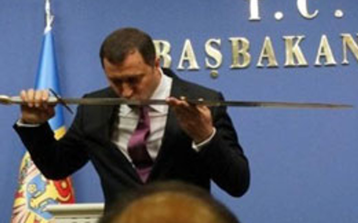 Erdoğan kılıcı bir kez gösterse yeter!