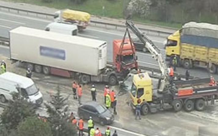 FSM'de korkunç kaza! Trafik felç oldu