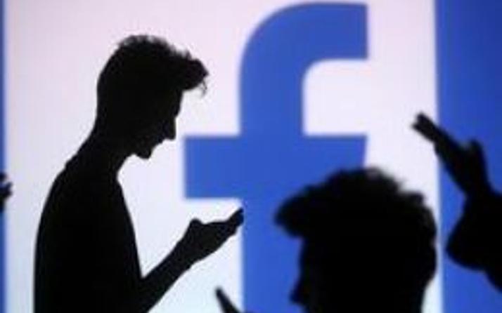 Apple'dan Facebook ve Google'a eleştiri