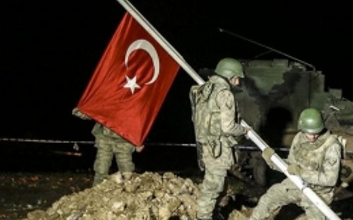 Küstah istek 'Türk bayrağını indirin'