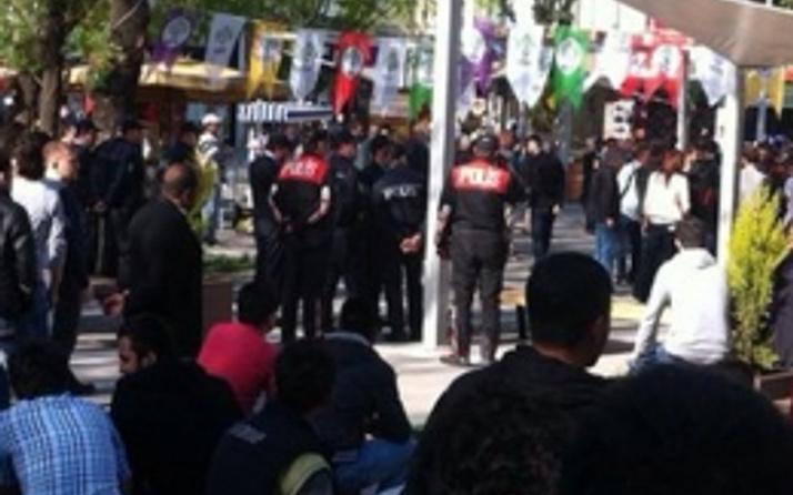 Uşak'ta HDP standına saldırı! FLAŞ