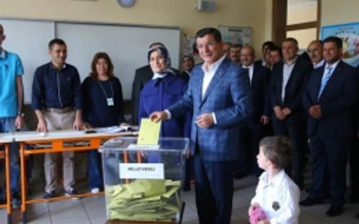 Davutoğlu'nun oy kullandığı sandıktan hangi parti çıktı?