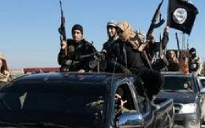 IŞİD Suriye'nin 'Karyatayn kentini ele geçirdi'