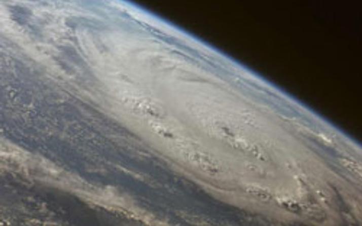 Uzaydan fırtınaya bakış