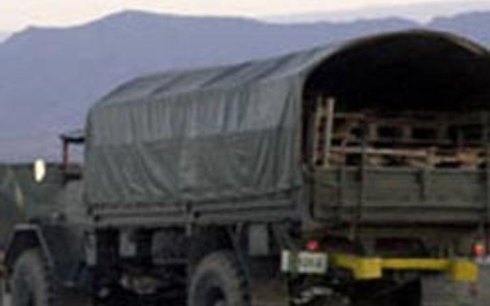 Milasta askeri araç devrildi