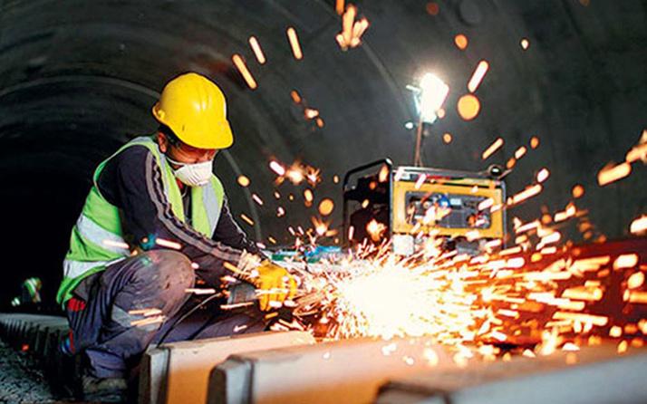 Sanayi üretimi aralıkta yüzde 1,4 düştü.