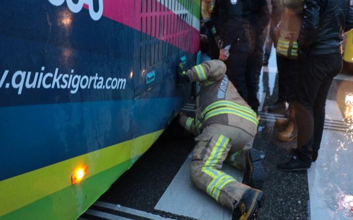 Kadıköy'de bir garip olay! ''Bebeğim orada'' dedi otobüsün altına girdi