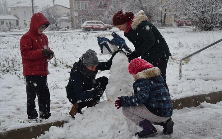 Çanakkale'de eğitime fırtına ve kar engeli