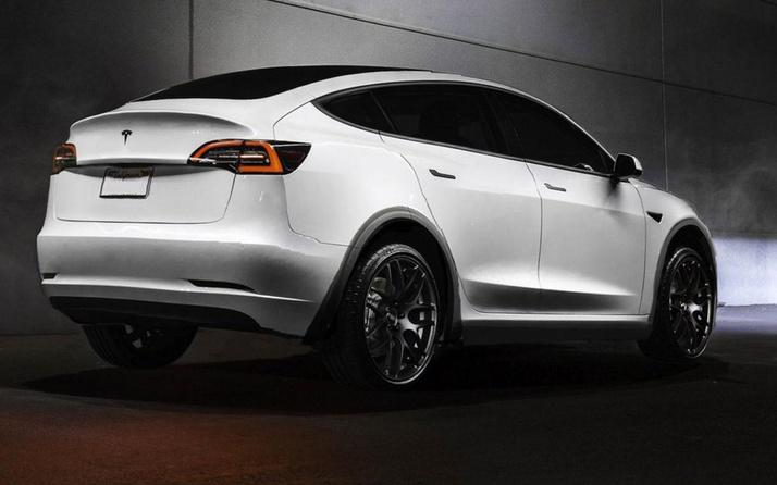 Elon Musk Tesla Model Y tanıtım tarihini duruydu