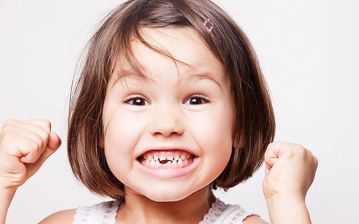 Çocukların çürük süt dişleri çekilmeli mi?