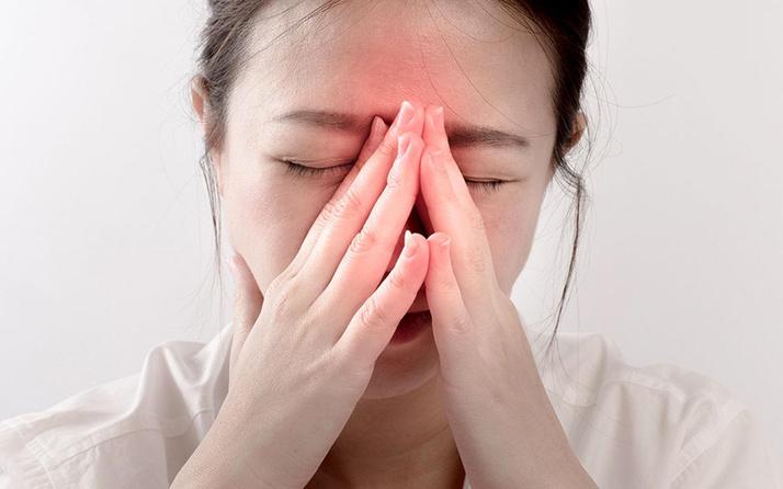 Uzmanlardan tekrarlayan baş ağrısı hakkında sinüzit uyarısı
