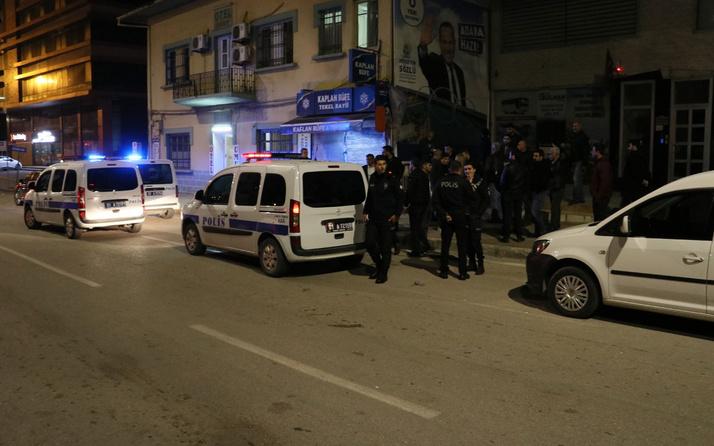 Adana'da CHP'liler ile zabıta arasında afiş asma kavgası! Yaralılar var