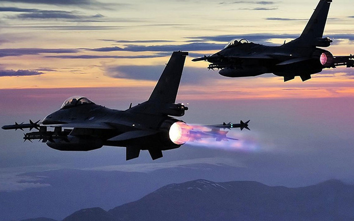 """Jetler havalandı! Kandil'deki teröristlere """"Pençe"""" darbesi!"""