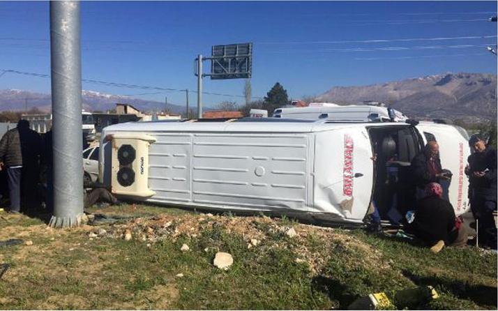 Antalya'da feci kaza! Yaralılar var