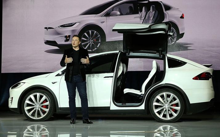 Elon Musk 1 milyon sürücüsüz taksi için harekete geçti