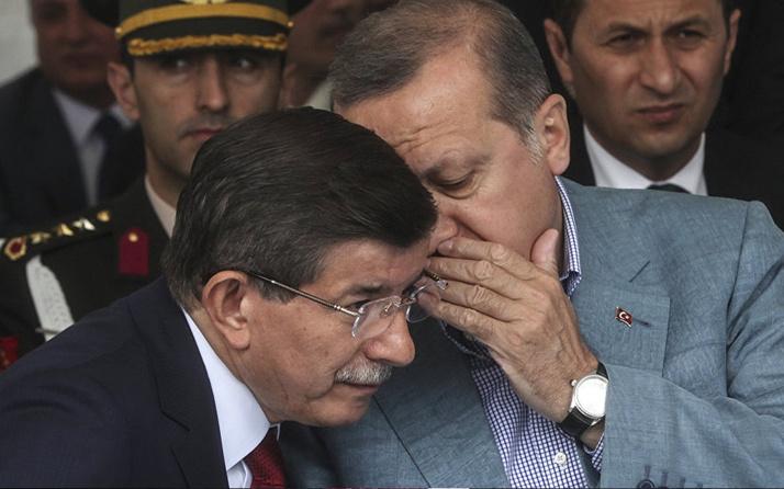 Hilal Kaplan'dan Ahmet Davutoğlu'na çok sert sözler! Konuşmazsan adam değilsin!