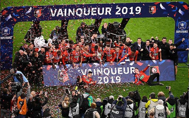 Paris Saint-Germain penaltılarda kupayı Rennes'a kaptırdı