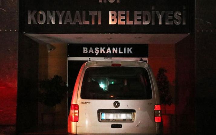 Antalya'da, alkollü sürücü kamyoneti ile belediye binasına girecekti
