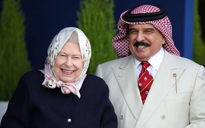 Kraliçe 2. Elizabeth'den başörtülü karşılama İngilizler çok tepki gösterdi