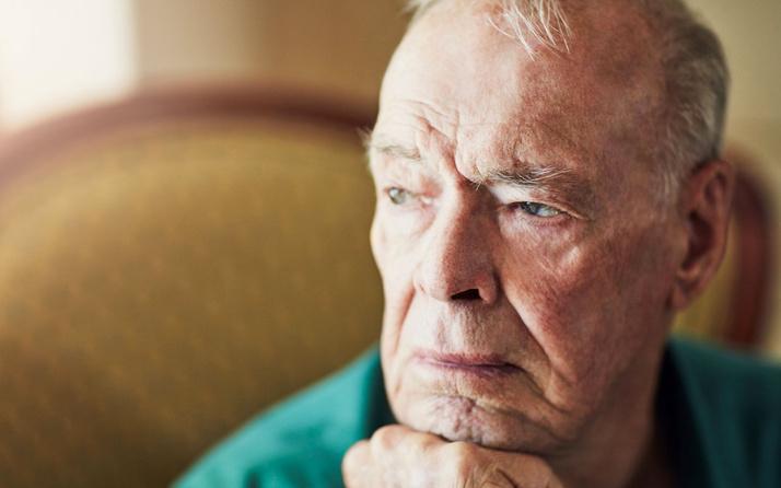 Demans (bunama) hastalığı nedir? Sigara ve alkol kullananlar risk altında