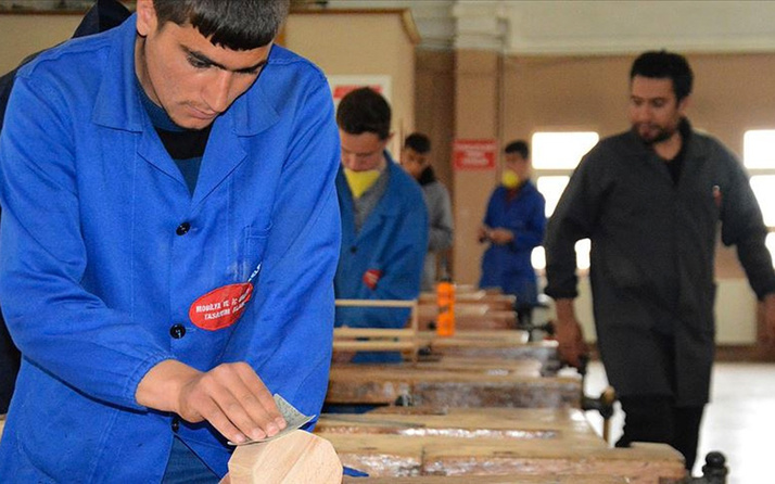 Erzurum'daki bu lise çoğu fabrikadan fazla üretim yapıyor