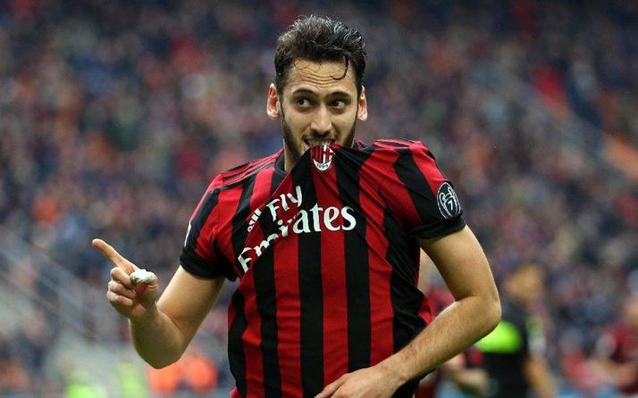 Milan, asker selamı veren Hakan Çalhanoğlu ile yollarını ayırma kararı aldı!