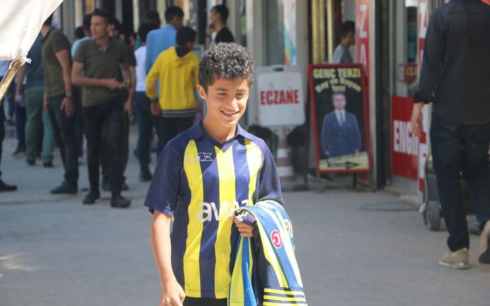 Fenerbahçe'ye destek olmak için formalarını sattı