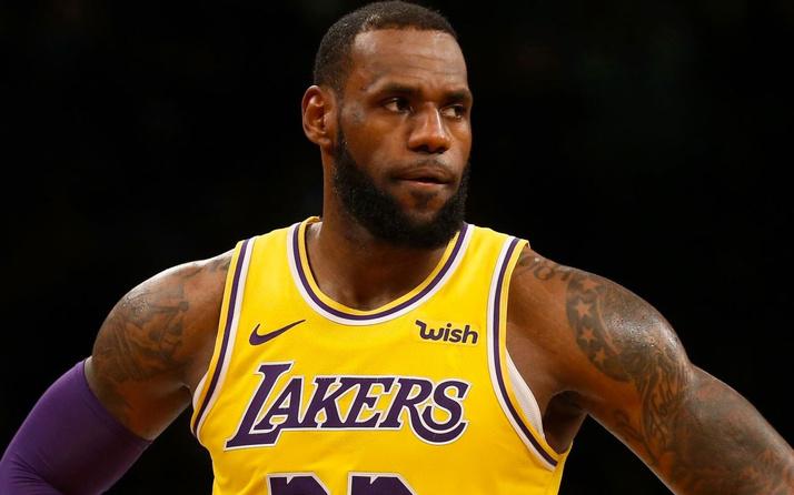 NBA'de Lakers, Mavericks'i yendi! LeBron James tarihe geçti