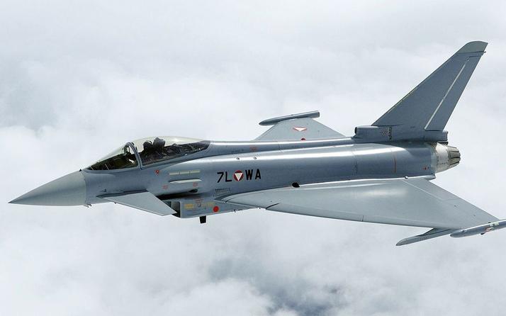 Almanya'da iki savaş uçağı çarpıştı