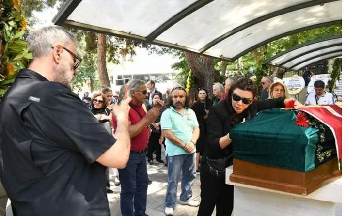Cenazede fotoğraf çekinince olay olmuştu! Selen Görgüzel eleştirilere yanıt verdi