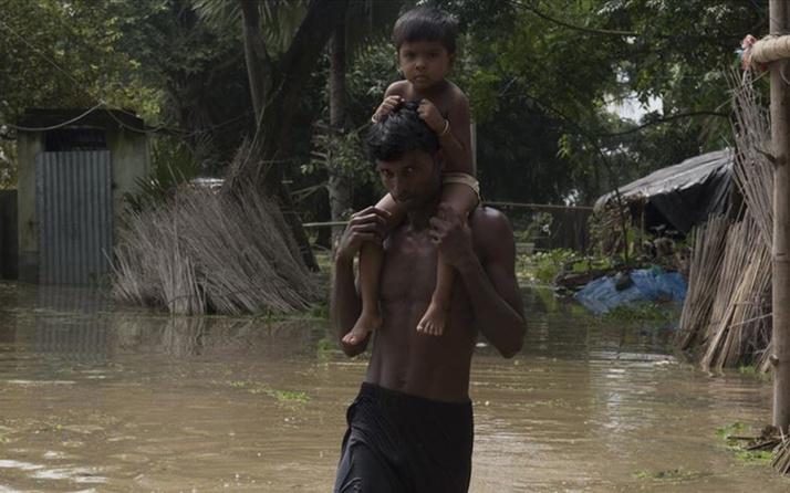 Hindistan'da baraj taştı 12 ölü 11 kayıp