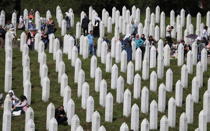 Srebrenitsa katliamı ne zaman oldu kaç kişi öldü Srebrenitsa  olayı nedir?