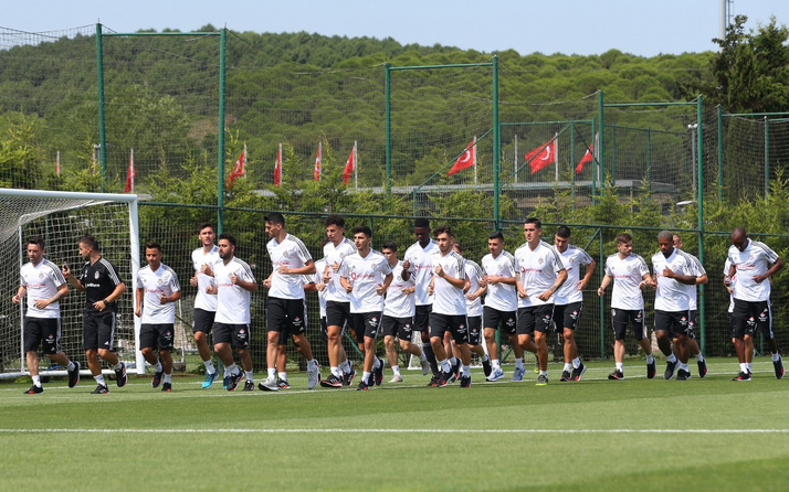 Beşiktaş'ta Atiba çalışmalara başladı