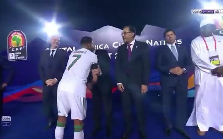 Ünlü futbolcu Mahrez, Mısır Başbakanı'nı görmezden geldi