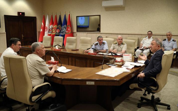 Bakan Akar ile komutanlar Fırat'ın doğusuna olası harekatı görüştü