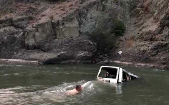 Şavşat'ta kamyonet Çoruh Nehri'ne uçtu