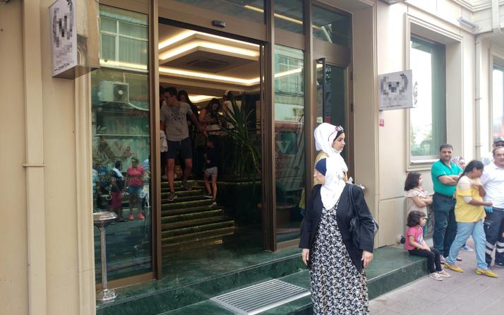 Fatih'te otelde yangın paniği müşteriler apar topar çıkarıldı