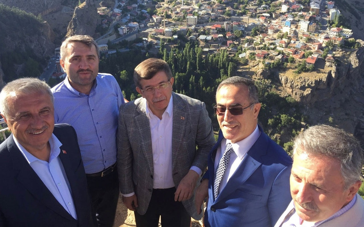 Eski CHP'li vekil İhsan Özkes neden Davutoğlu'nun ekibinde olduğunu açıkladı o sıradan bir insan değil