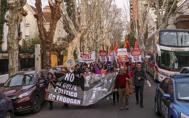Arjantin'de PKK yandaşları Ermeni gruplarla gösteri düzenledi