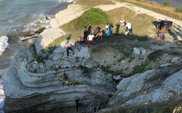 Düzce'de denize atlarken kayalıkların arasına düşen tatilci öldü