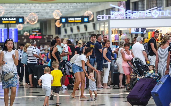 Antalya'ya rekor sayıda turist geldi! En çok turist hangi ülkeden...