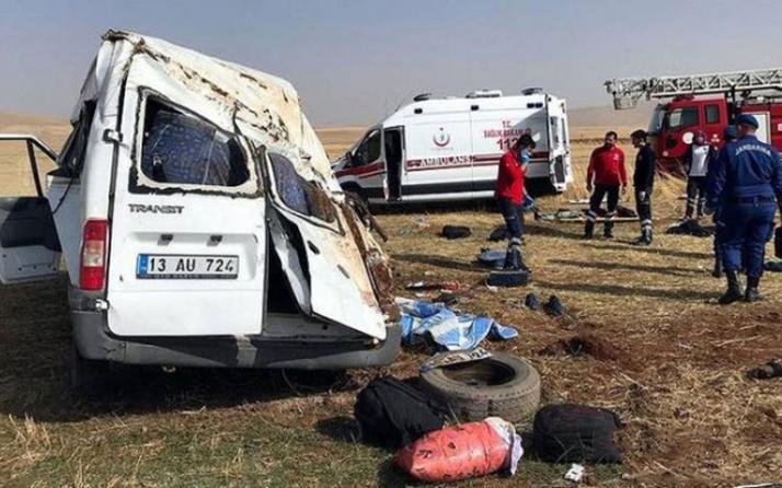 Bitlis Hizan'da katliam gibi kaza! Minibüs şarampole uçtu: 8 ölü 5 yaralı