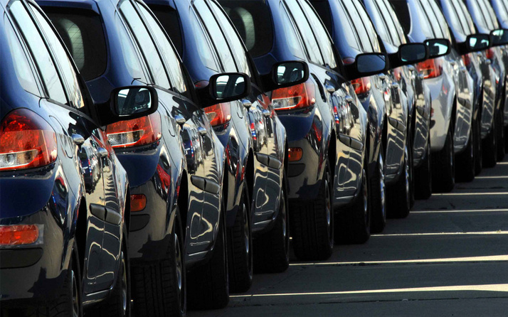Bankalar kredi faizlerini indirdi! Otomobil satışları patladı