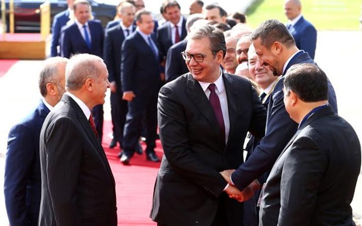 Sırbistan Cumhurbaşkanı, resmi karşılamada Hidayet Türkoğlu ile boy ölçüştü