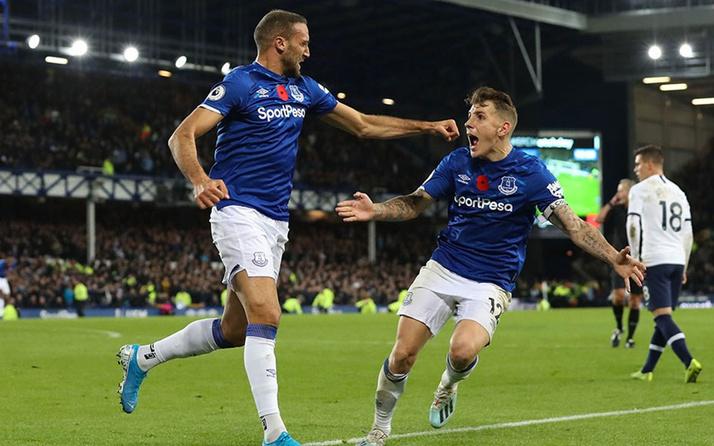 Everton Cenk Tosun'un dönüşünü duyurdu