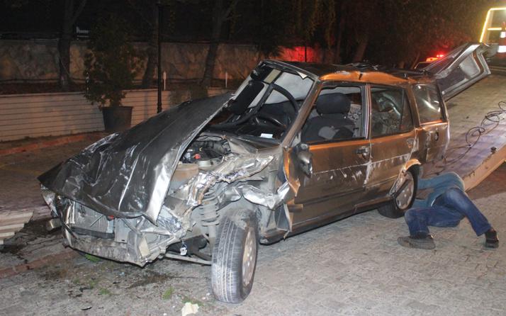 Kontrolden çıkan otomobil restoranın bahçesine girdi: 1'i ağır 2 yaralı