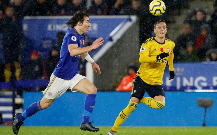 Çağlar'lı Leicester City, Mesut'lu Arsenal'i devirdi