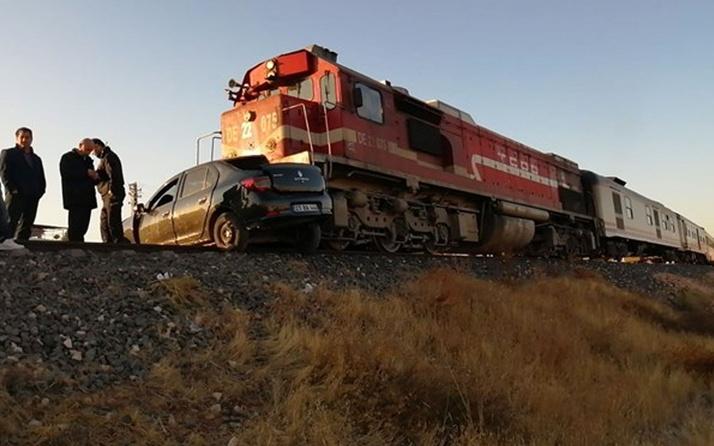 Elazığ'da feci kaza! Tren otomobile çarptı: 2 ölü