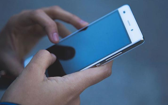 Çin'de gece boyunca telefonla oynayan kişi kör oldu