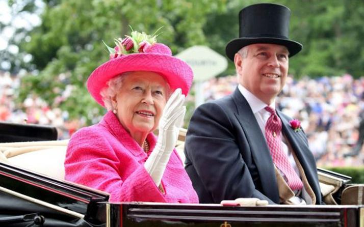Kraliçe 2. Elizabeth'ten Harry ile Meghan'a destek